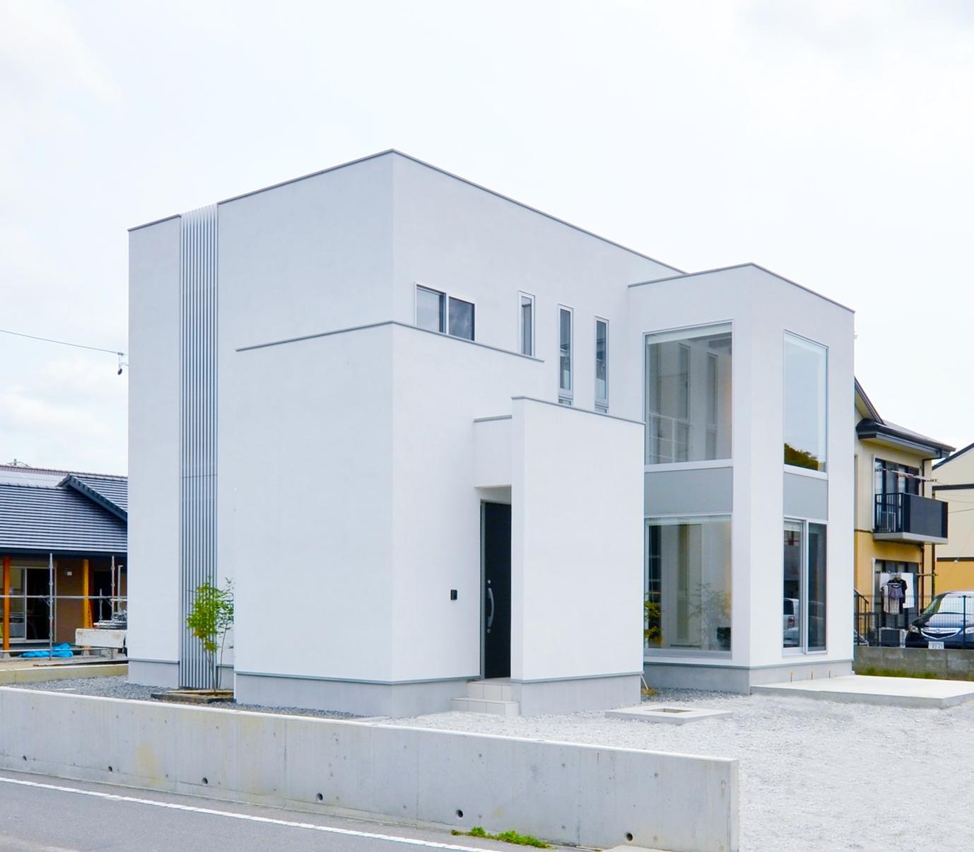 ティアラホームスタイル【1000万円台、デザイン住宅、収納力】高さの異なる箱型が折り重なった、シンプルながら動きのあるフォルム