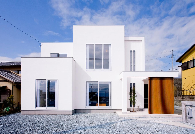 ティアラホームスタイル【デザイン住宅、間取り、インテリア】南向きの敷地を最大限に生かした真っ白なモダンハウス