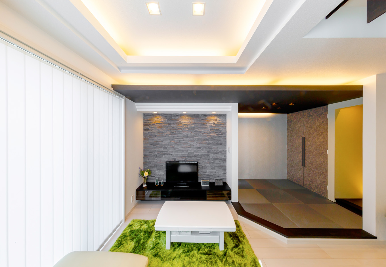 和室に床の間を設けることで、季節の花などを楽しめるおもてなしの空間となった