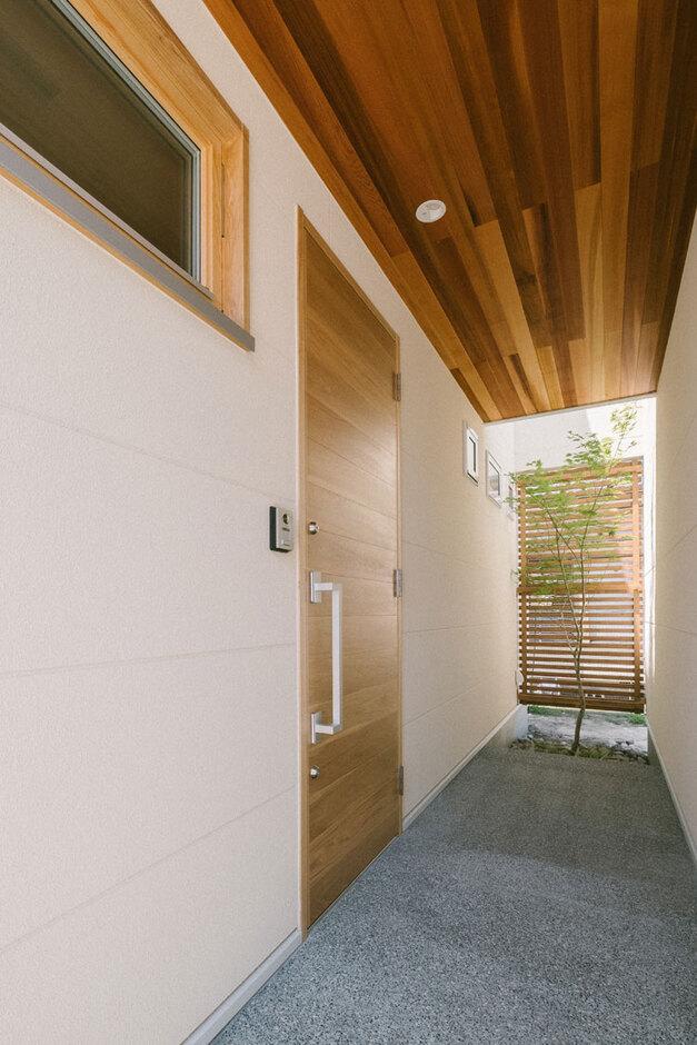 ienowa【デザイン住宅、間取り、インテリア】ナラ材フルオーダーメイドの玄関ドア