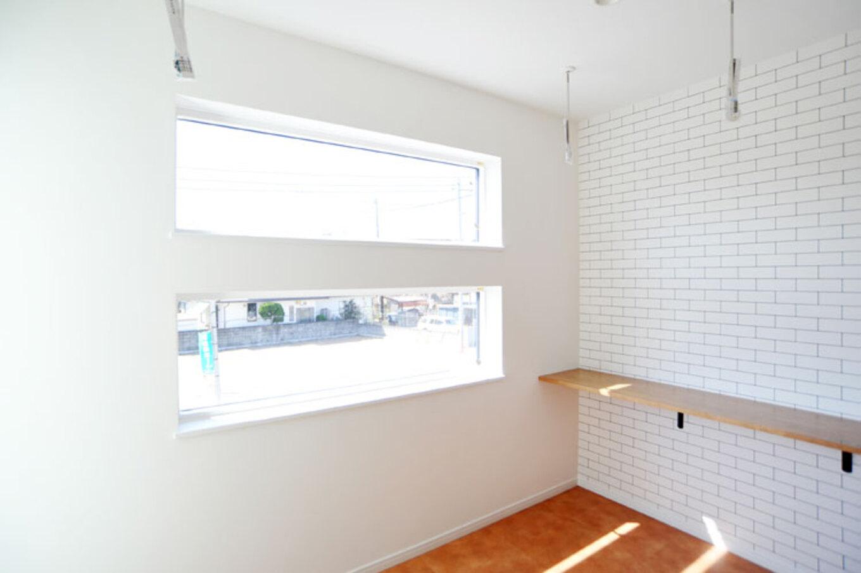 Nhouse【デザイン住宅、子育て、省エネ】日当たりのよい寝室南側にはランドリースペースを。バルコニーとつながっているので洗濯もラクラク