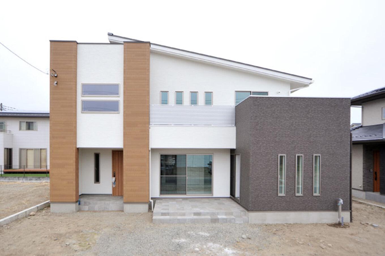 Nhouse【デザイン住宅、子育て、省エネ】外観、窓の配置、配色、屋根の形状などは奥様のこだわり