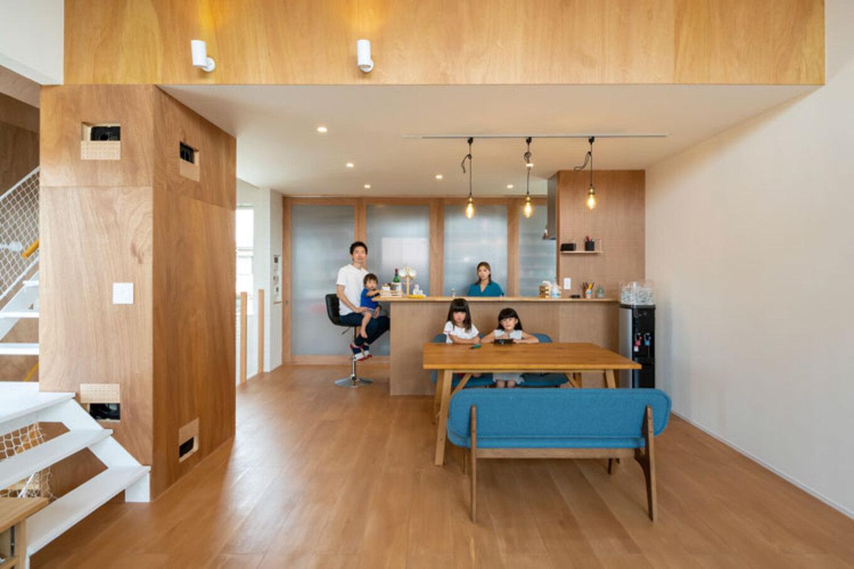 ナカゴミ建設【1000万円台】開放感とプライバシーを確保するために、暮らしの中心となるLDKは2階に