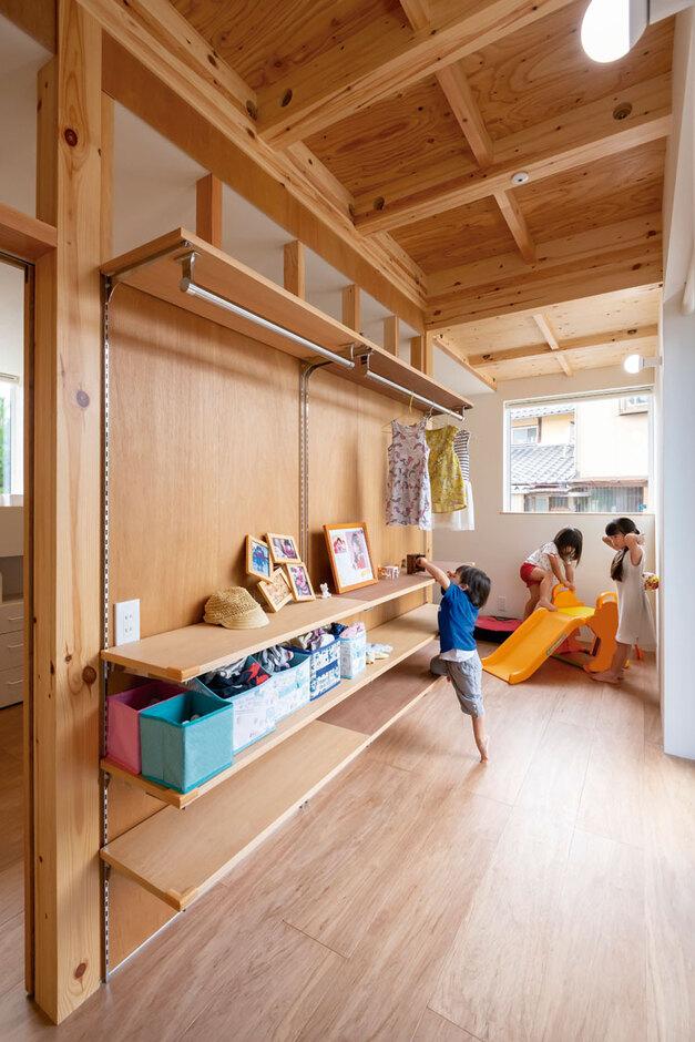 ナカゴミ建設【1000万円台】室内干しもできるフリースペースは、子どもたちがお片づけする習慣が自然と身についた