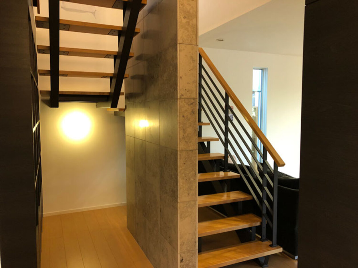 トヨタホーム【中巨摩郡昭和町西条138・モデルハウス】シンプルな機能美をさりげなく主張するステアデザイン