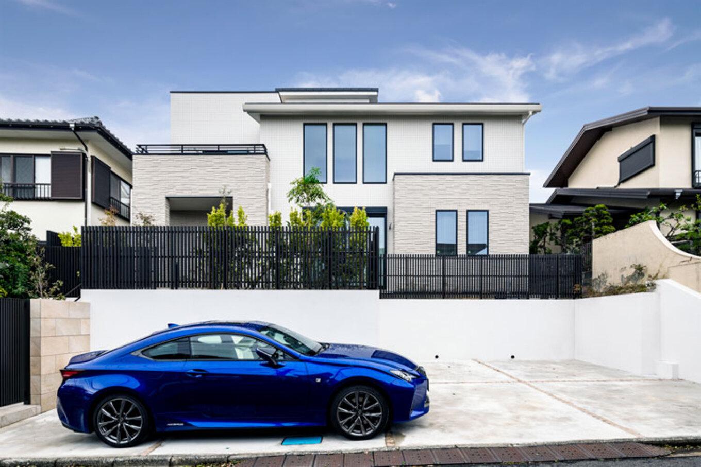 ウィザースホーム【1000万円台、デザイン住宅、子育て】白い外壁タイルのアクセントに用いたグレイスフルタイルが表情豊か