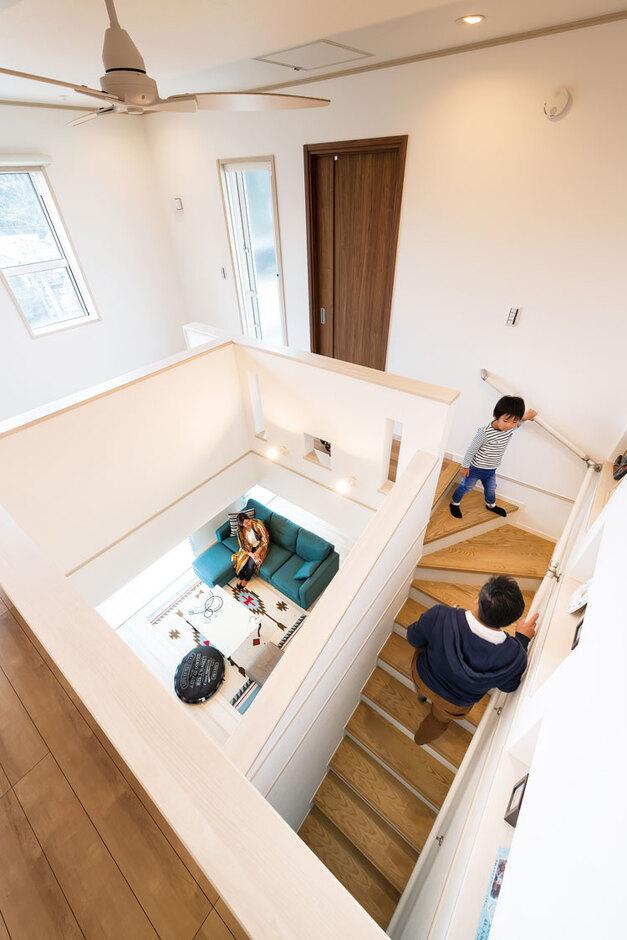ウィザースホーム【1000万円台、デザイン住宅、子育て】吹き抜けと一緒に希望していたリビング階段も叶えたH様邸。コミュニケーションがとれ、いつも家族の気配が伝わる住まいに