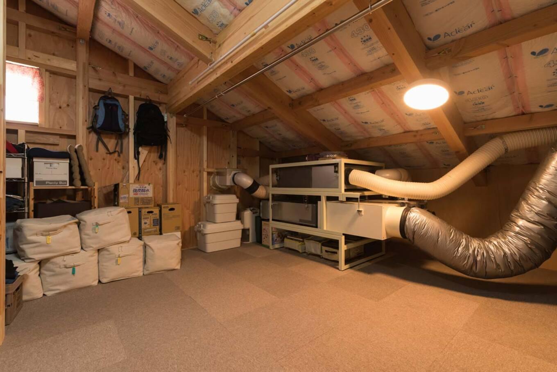 ナカゴミ建設【収納力、省エネ、間取り】洗濯物を干したり、作業スペースにもなっているという小屋根裏の空間