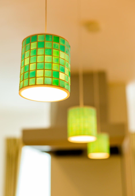 アトリエプラス【二世帯住宅、自然素材、インテリア】照明は場所によって違ったものを選んだ。そのひとつひとつは奥さまのこだわり