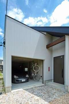 えんとつ屋根の家