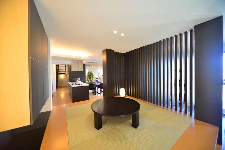 トヨタホームふじ【中巨摩郡昭和町西条138・モデルハウス】現代のアレンジを施した、落ち着きのある和室