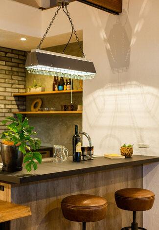 インダストリアル系アイテムと木のぬくもりが融合したキッチン