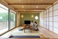 和とモダンが美しく調和した 畳リビングのある住まい