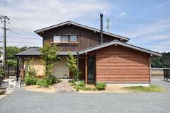自然素材にこだわった、コンパクトで暮らしやすい家