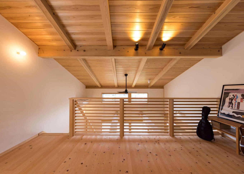 戸田工務店【デザイン住宅、自然素材、間取り】2階のフリースペースは子どもの遊び場やセカンドリビング、リモートワークなど、多目的に利用できる便利な空間