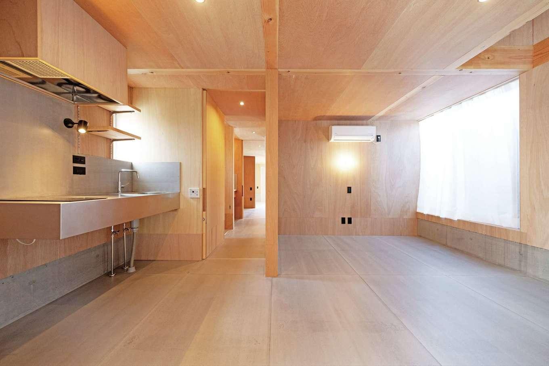 建杜 KENT(大栄工業)【デザイン住宅、狭小住宅、建築家】1階はミニキッチン付きのワンルーム。将来、親の同居を想定しているが、夫婦もいずれ1階だけで生活することもできる