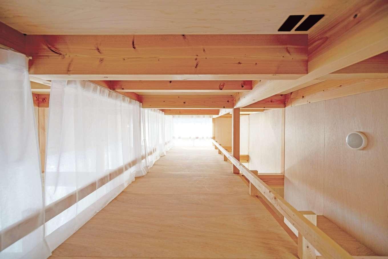 建杜 KENT(大栄工業)【デザイン住宅、狭小住宅、建築家】LDKの上部はロフトスペース。両脇をふさがないことで、トップライトから入る光を階下にも届ける