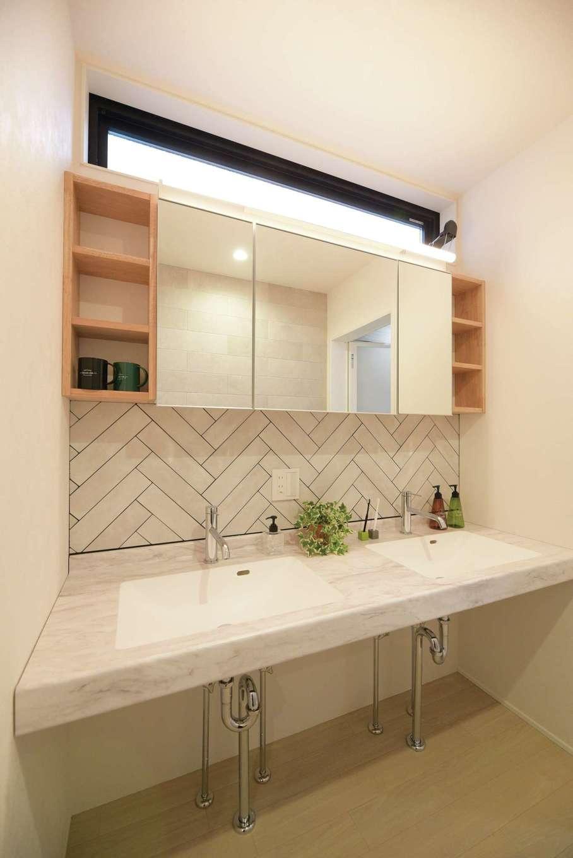 HOUSE PLAN(R+house沼津・伊東)【デザイン住宅、間取り、建築家】ホテルライクな洗面台。ヘリンボーン張りのタイルがアクセントに