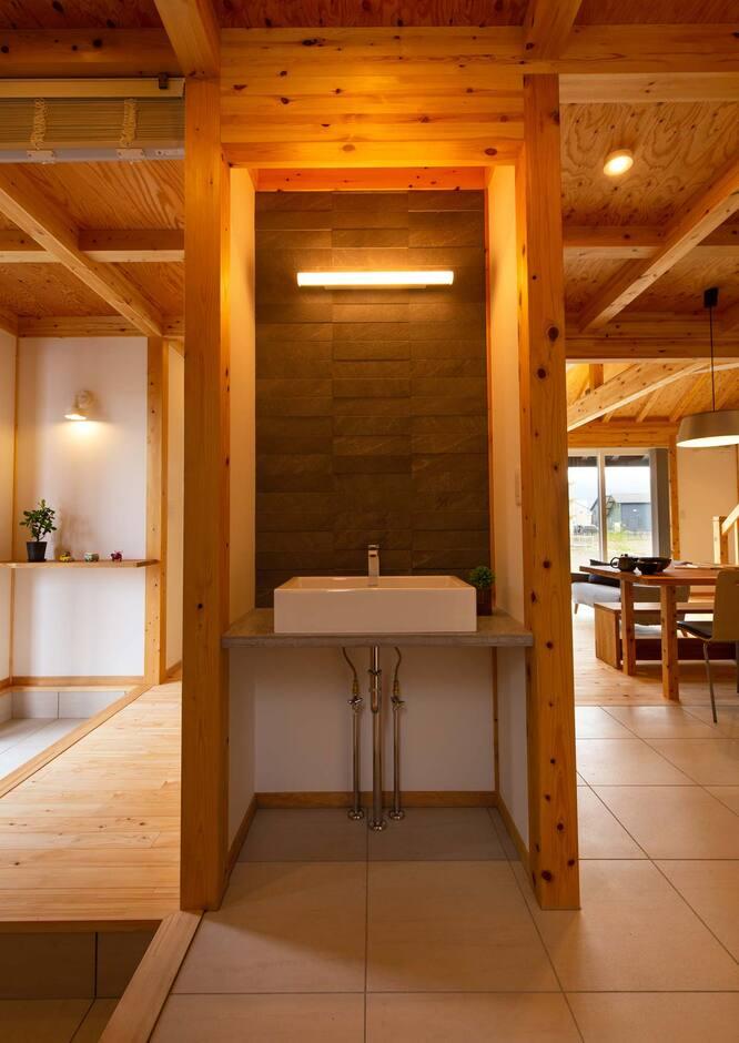 サイエンスホーム山梨【甲府市中町3-15・モデルハウス】玄関すぐの手洗い場で、感染症対策も万全