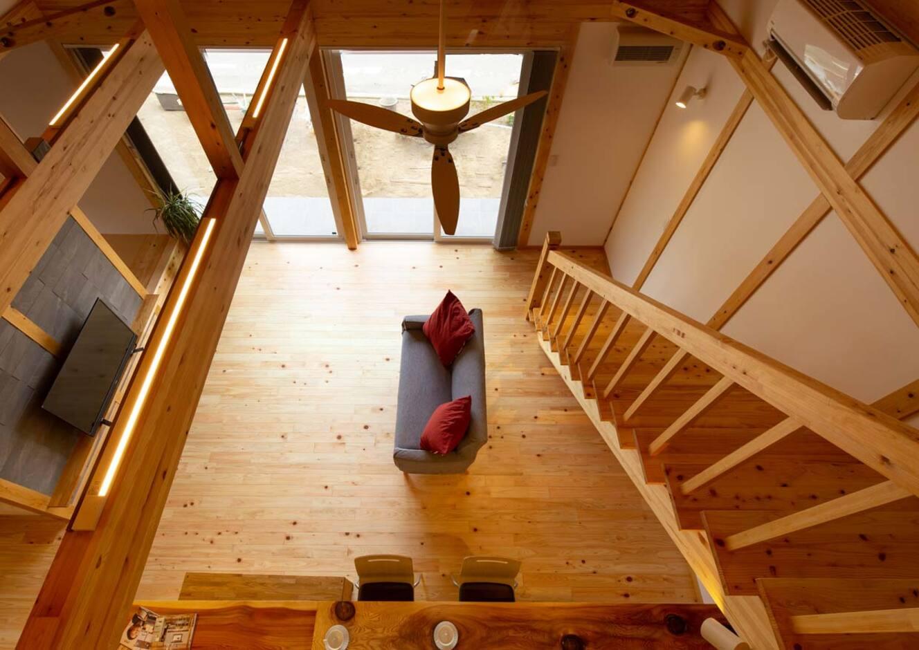 サイエンスホーム山梨【甲府市中町3-15・モデルハウス】無垢の木で包まれた吹き抜けでストレスフリー効果も