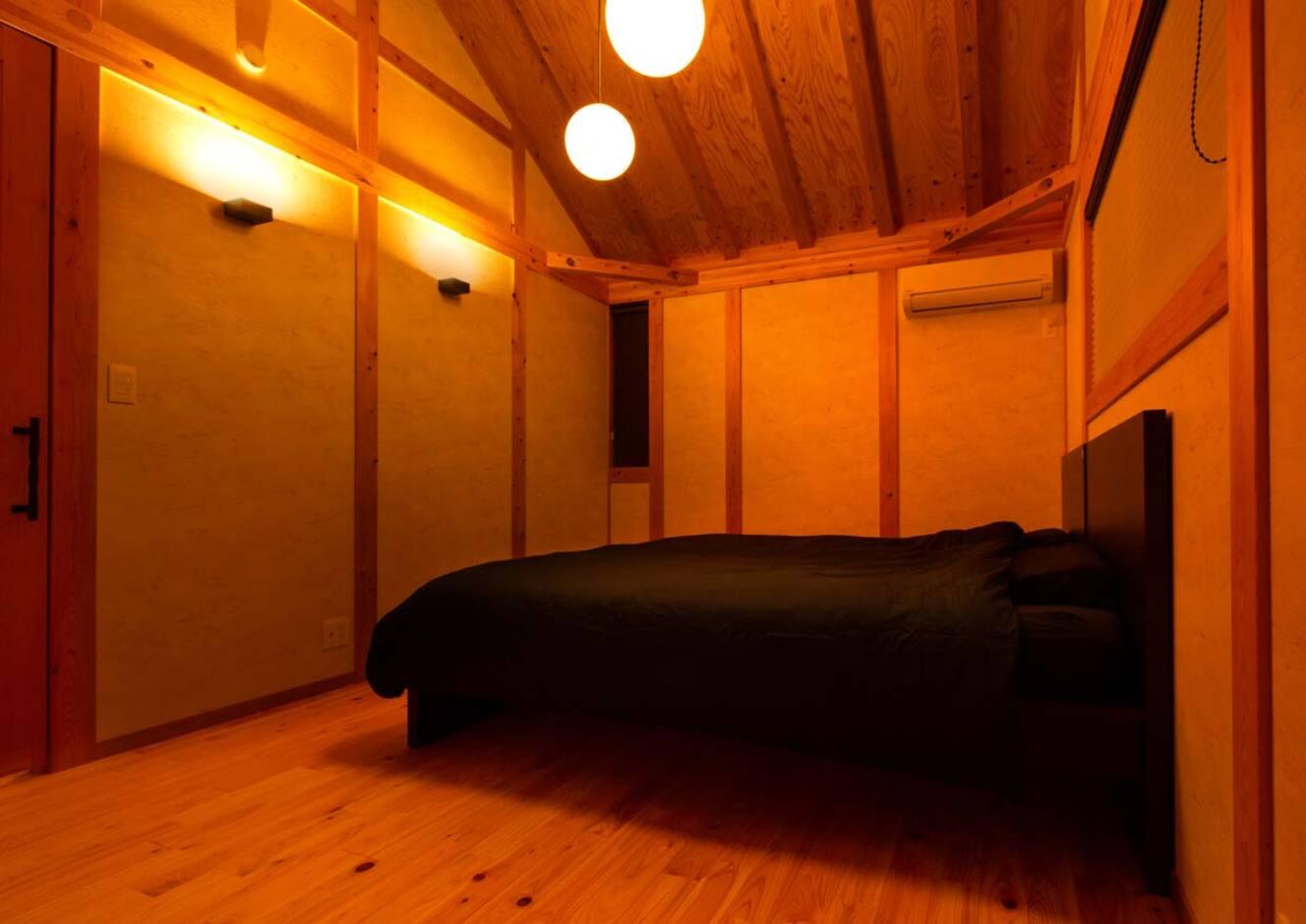 サイエンスホーム山梨【甲府市中町3-15・モデルハウス】勾配天井で開放的な寝室