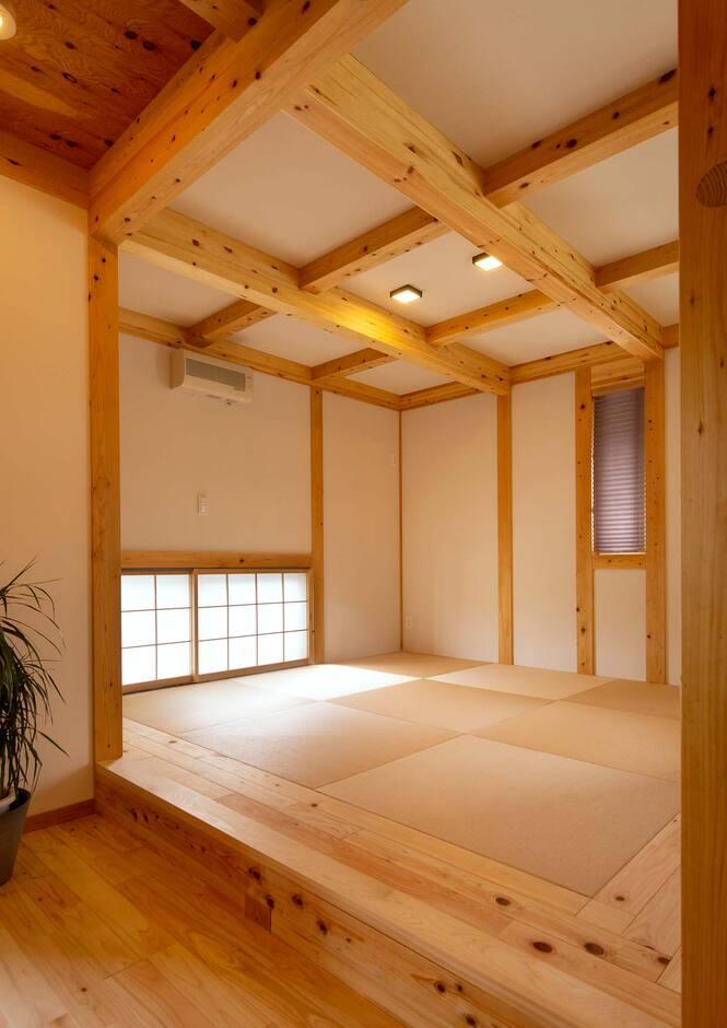 サイエンスホーム山梨【甲府市中町3-15・モデルハウス】客間としても使える和室はスキップフロアで空間を演出