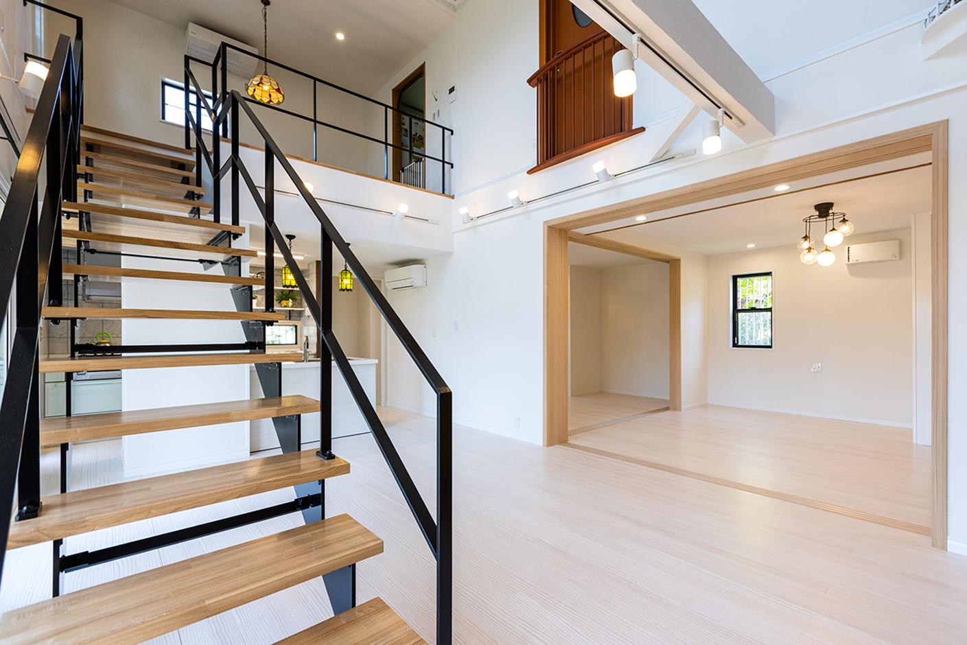 山春建設 年齢を重ねても足腰に負担がかかりにくい、一段の高さが18センチの安心安全な階段。『山春建設』では標準仕様