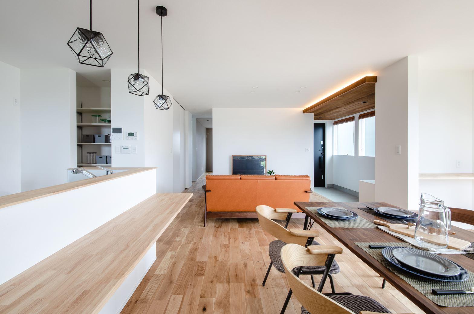 S.CONNECT(エスコネクト)【デザイン住宅、省エネ、建築家】室内は白い壁と木目が調和し、落ち着いた雰囲気に