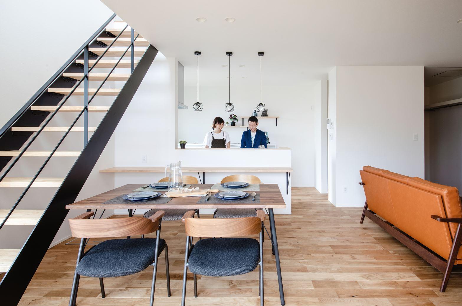 S.CONNECT(エスコネクト)【デザイン住宅、省エネ、建築家】木とアイアンの素材感がカッコイイスケルトン階段