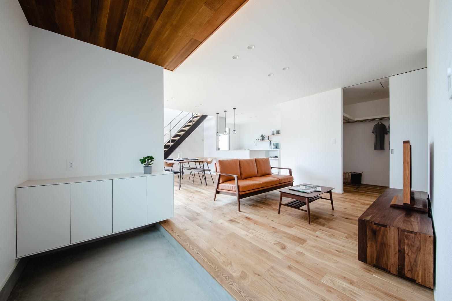 S.CONNECT(エスコネクト)【デザイン住宅、省エネ、建築家】玄関とLDKの間には間仕切りが無く、空間をより広く感じられる