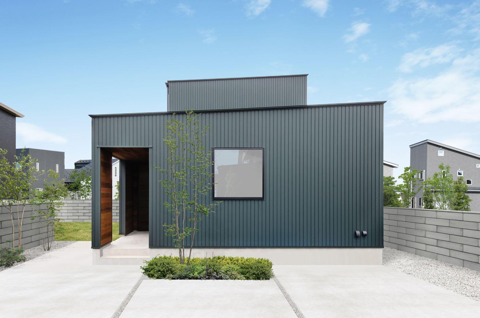 S.CONNECT(エスコネクト)【デザイン住宅、省エネ、建築家】外壁はガルバリウム鋼板を採用。軽いので家自体への負担も少ない