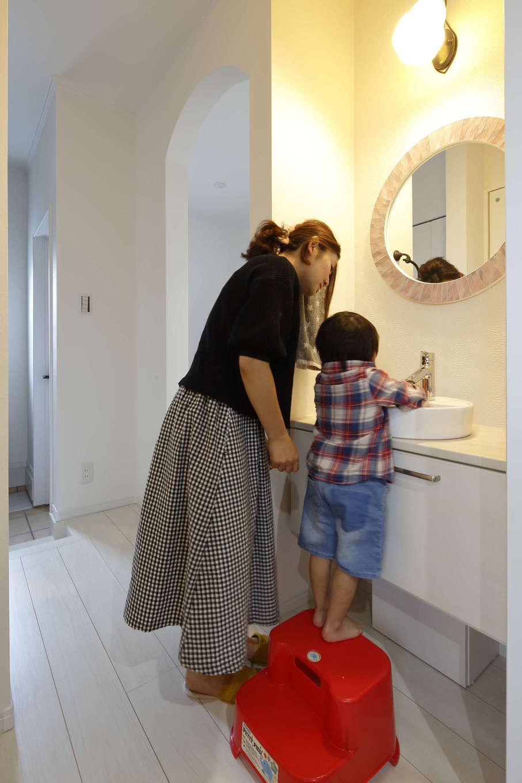 吉川住建【デザイン住宅、子育て、間取り】コロナ禍のずっと前から備えていた「ただいま手洗い」。外から帰ってきた子どもが手を洗う習慣が自然と身についた