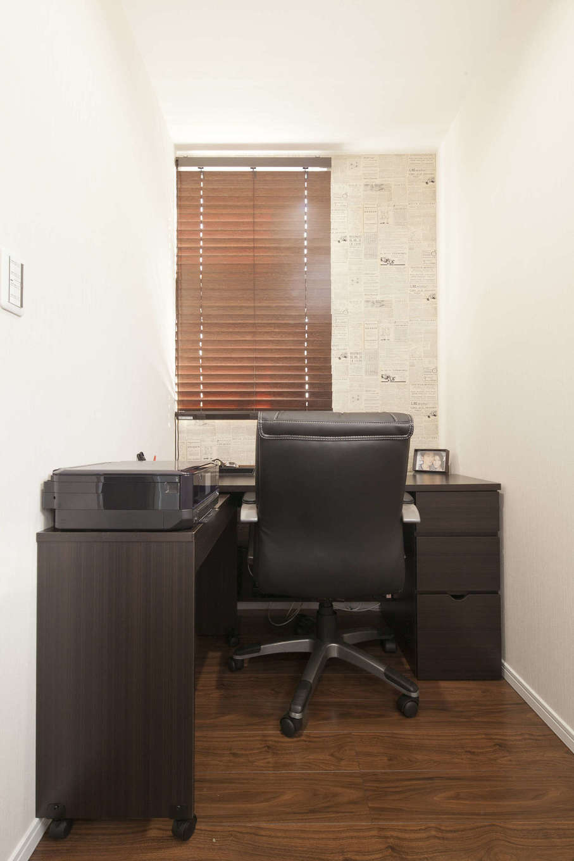 吉川住建【デザイン住宅、子育て、間取り】主寝室の一角に設けた書斎コーナー