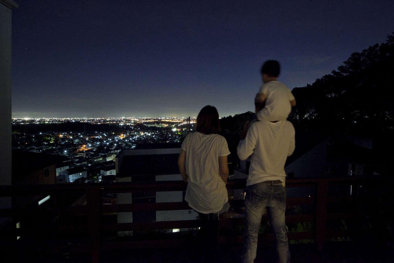 吉川住建【和風、自然素材】眼下に広がる美しい夜景に癒やされる