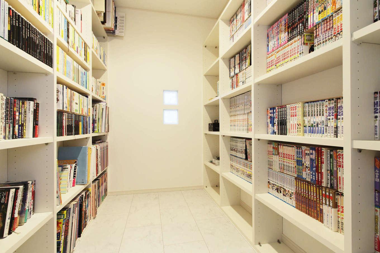 吉川住建【デザイン住宅、二世帯住宅、建築家】単行本や文庫本、漫画本が2,000〜3,000冊以上あるので、リビングの近くにファミリーライブラリー(書庫)を設けた