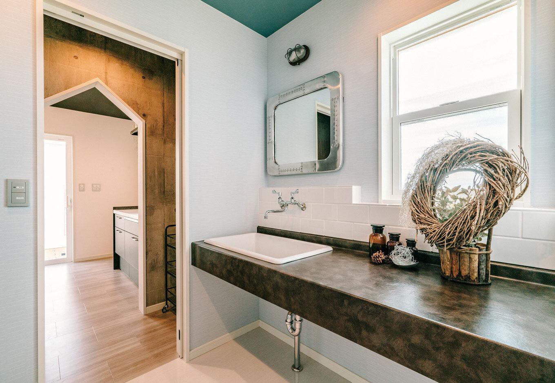 タカラホーム【甲斐市・モデルハウス】広々とした洗面室。キッチン横に配置し家事効率をアップ