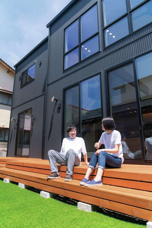 住家 ~JYU-KA~【デザイン住宅、ペット、建築家】庭が欲しかったので、ある程度の大きさの土地を購入。ドッグランや家庭菜園、グランピングを楽しみたいと夢も膨らむ。大きなウッドデッキでBBQもできる