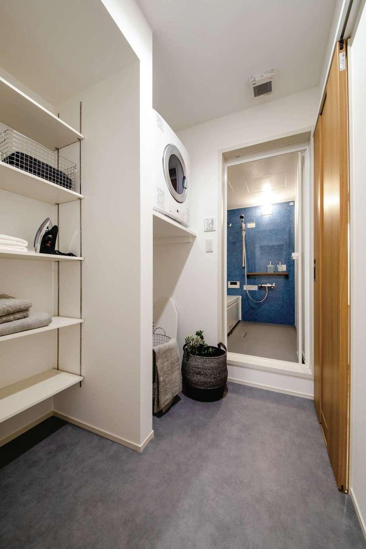 静鉄ホームズ【デザイン住宅、二世帯住宅、間取り】共働きのため室内干しは必須。雨の日も安心のガス乾燥機も導入し、家事負担を軽減