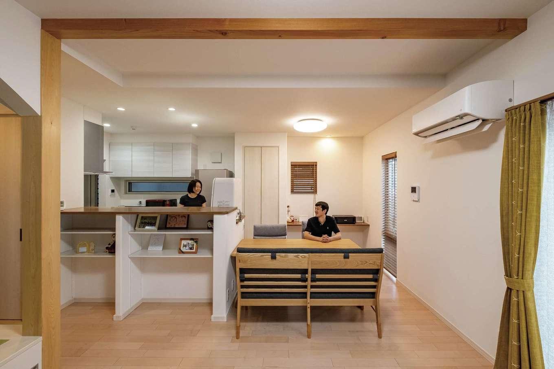 イデキョウホーム【デザイン住宅、収納力、省エネ】HEAT20でG2グレードのUA値0.44で家中が快適な住環境に。6.6kWの太陽光発電システムとエネファーム(家庭用燃料電池)で、電気・ガス代も大幅に削減!