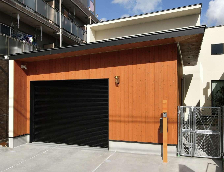 尾崎工務店【間取り、建築家、ガレージ】ガレージでプールやバーベキューなど、家族の憩いの場として活用
