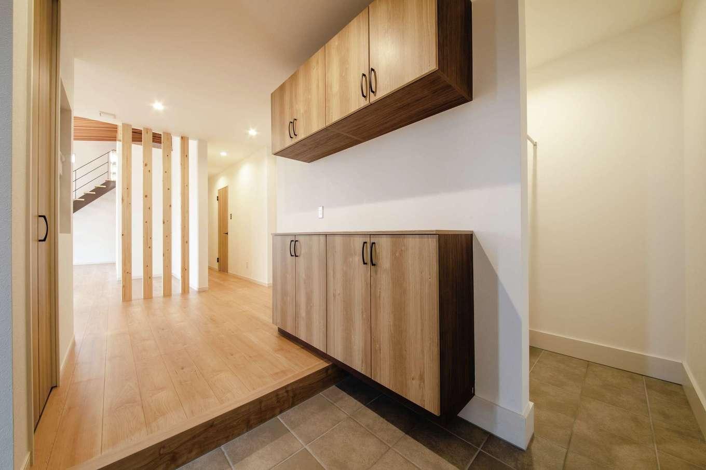 未来創建【デザイン住宅、省エネ、平屋】玄関とLDKが一続きの開放的な間取り