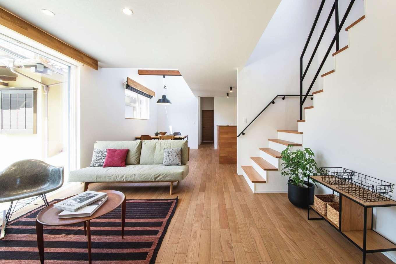 ainoa.life くらはし建築【デザイン住宅、狭小住宅、間取り】リビングは大開口の窓を採用し、より開放的に