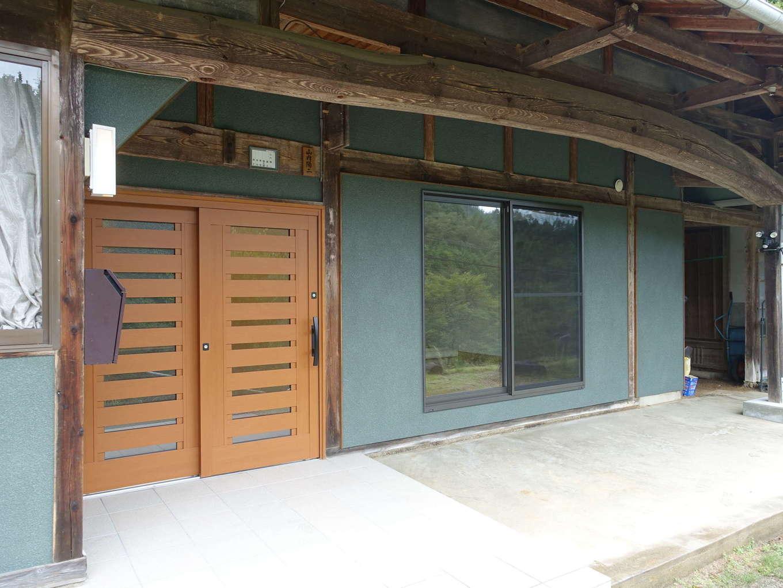 太啓建設|室内のリフォームに合わせて外壁を塗装。古き良き日本家屋の趣を残しつつ、和モダンな雰囲気に仕上げた