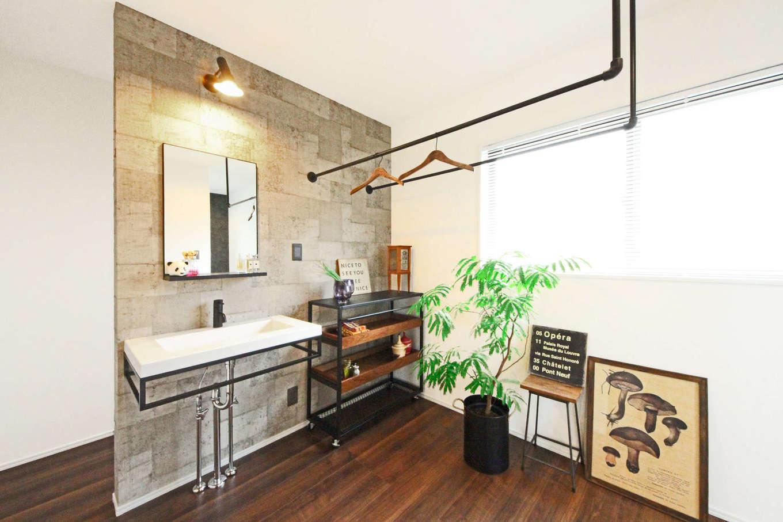 illi-to design 鳥居建設21【デザイン住宅、省エネ、インテリア】普段使う洗面台は1階の見えない場所に。全部で3か所設置し、使用頻度を減らす工夫をした。