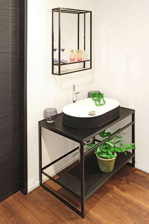 illi-to design 鳥居建設21【デザイン住宅、省エネ、インテリア】インテリアの一部としてスタイリッシュな空間に溶け込んでいる洗面台