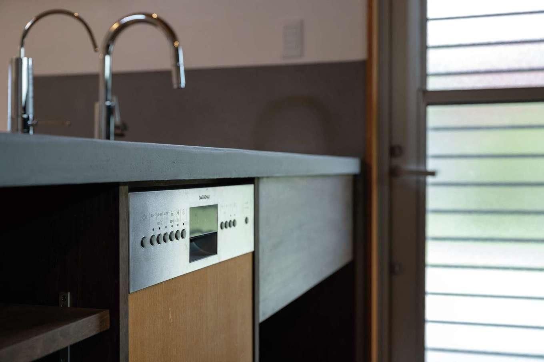 建杜 KENT(大栄工業)【自然素材、建築家、平屋】外国製の大型食洗機を完備。くつろぎ時間を生み出すサポーター