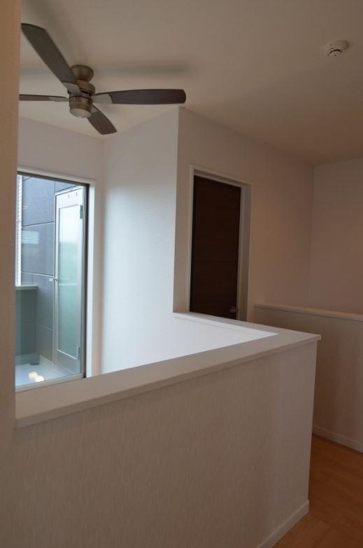 ユニバーサルホーム(浜松東店・掛川店)【デザイン住宅、収納力、間取り】明るさを確保するだけではなく、地熱床システムの暖かさが2階にも伝わるように設計されている