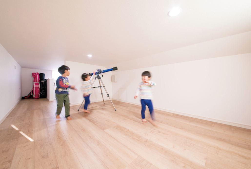 小さい時は遊び場に。大きくなったら収納空間に。将来的にも便利なロフト