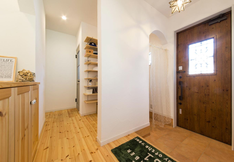 野本建築【子育て、省エネ、インテリア】玄関と建具なしでつながるシューズクロークは、使い勝手が良い