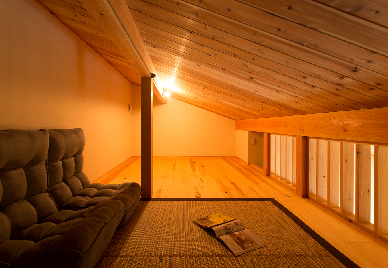 野本建築【デザイン住宅、省エネ、間取り】ロフトは収納&隠れ家に。寝室とウォークインクローゼットの両方からつながる